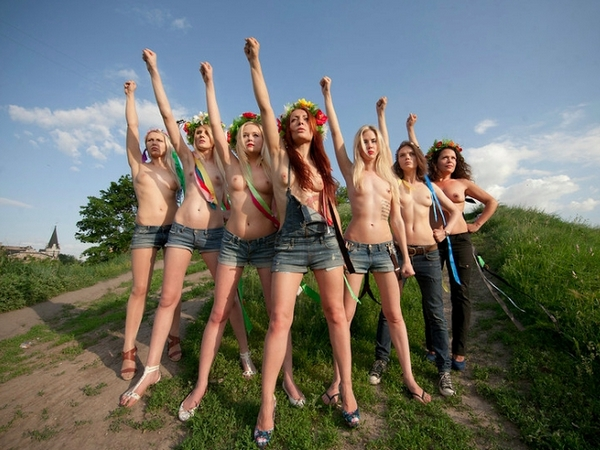 femen-to-wallpaper.jpg